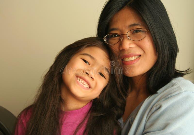 Aziatische moeder en dochter stock foto