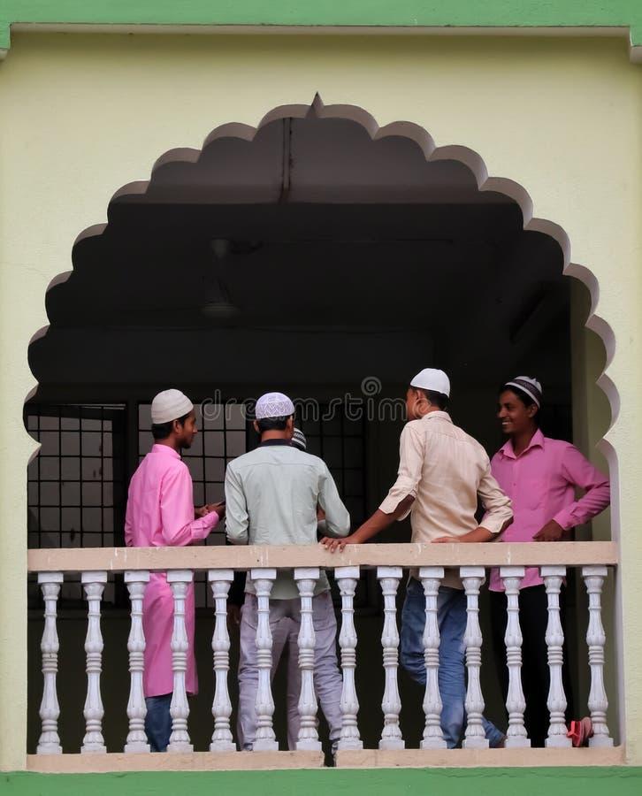Aziatische Moslimjongens stock afbeeldingen