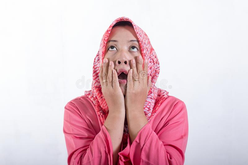 Aziatische moslimonderneemsters die hijab dragen stock foto's