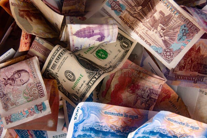 Aziatische Munt - Cambodjaanse riel, Vietnamese dong en Amerikaanse dollarnota's royalty-vrije stock afbeelding