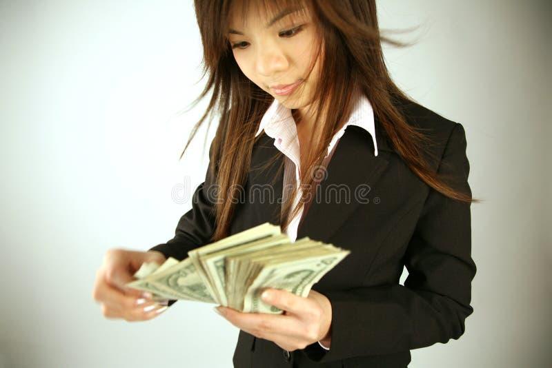 Aziatische onderneemster met geld royalty-vrije stock fotografie