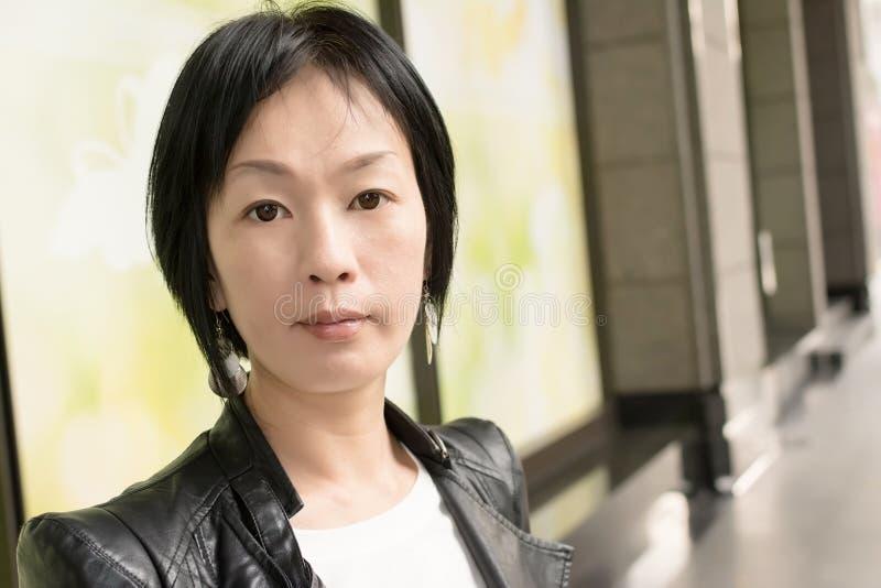 Aziatische rijpe vrouw stock afbeelding