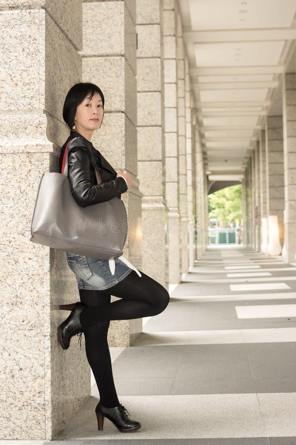 Aziatische rijpe vrouw royalty-vrije stock afbeelding