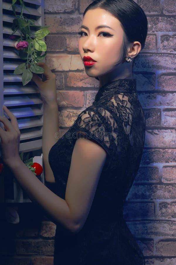 Aziatische schoonheid en cheongsam royalty-vrije stock foto