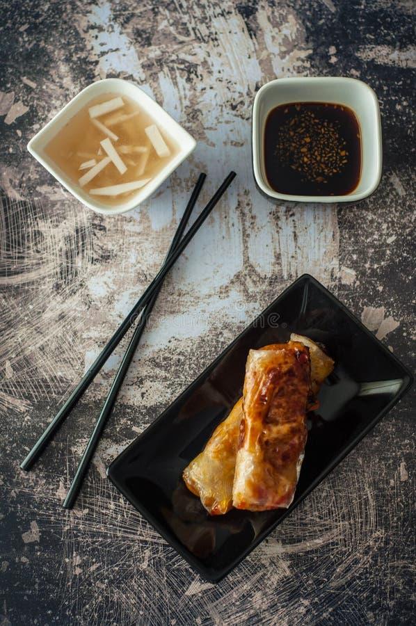 Aziatische Schotel: Gekarameliseerd Varkensvlees, Ginger Tea, Vietnamese Potatos stock foto