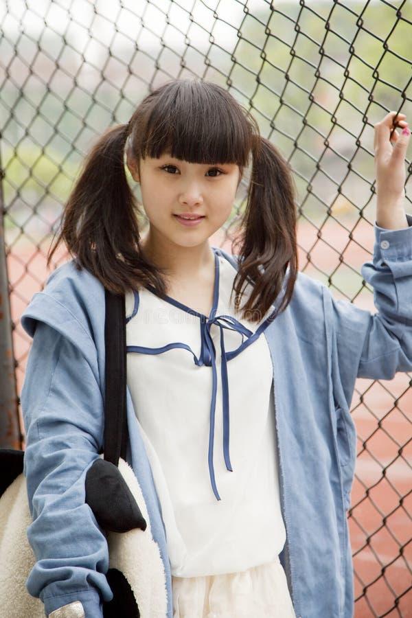 Aziatische student in Campus stock afbeelding