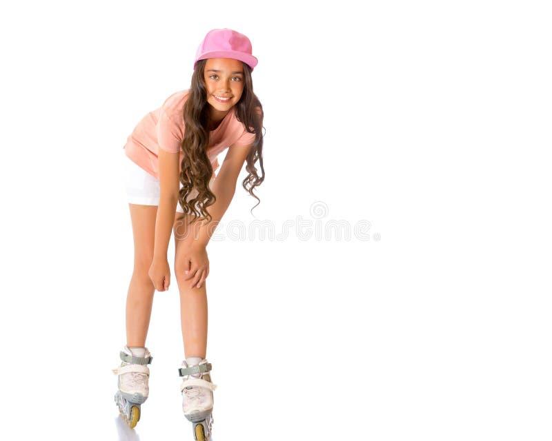 Aziatische tienermeisje rol-schaatst royalty-vrije stock afbeeldingen