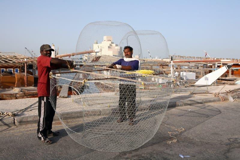 Aziatische vissers met hun vallen stock fotografie