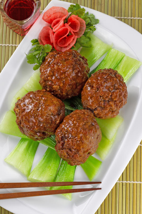 Aziatische Vleesballetjes en Groenten met rode wijn royalty-vrije stock foto