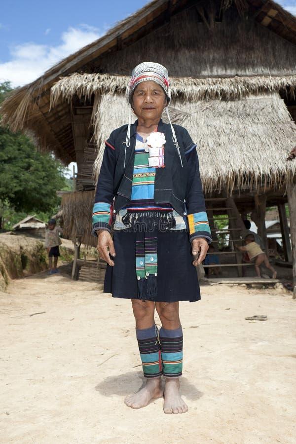 Aziatische vrouw Akha in traditioneel kostuum, Laos stock afbeeldingen