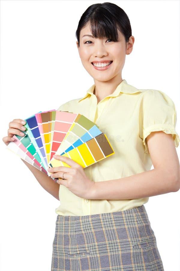 Aziatische Vrouw die Kleurengrafiek tonen stock foto's