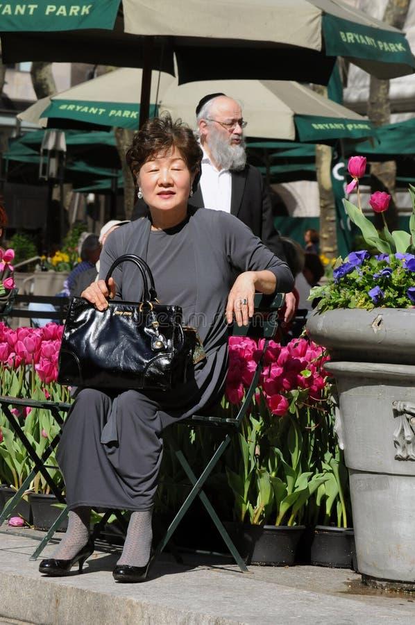 Aziatische vrouw en Joodse man in de Stad van New York royalty-vrije stock foto's