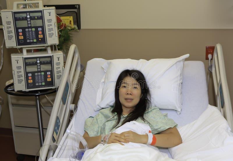Aziatische Vrouw in het Ziekenhuis royalty-vrije stock foto
