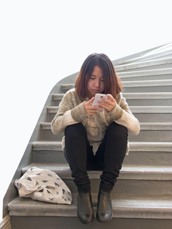 Aziatische vrouw met cellphone royalty-vrije stock foto's