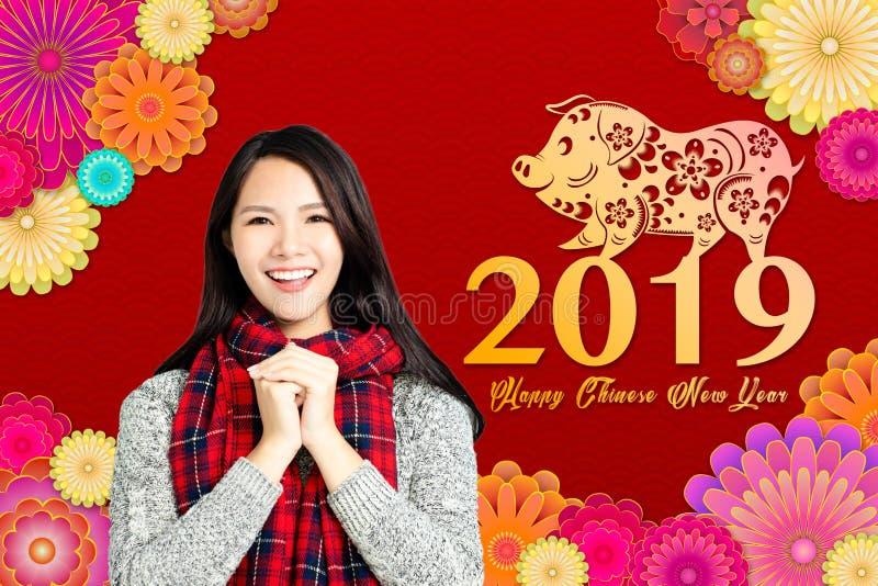 Aziatische vrouw met Chinees nieuw jaar 2019 concept Chinese tex royalty-vrije stock foto's