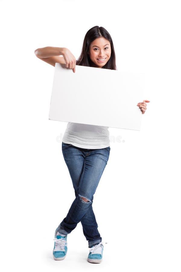 Aziatische vrouw met lege affiche stock foto's