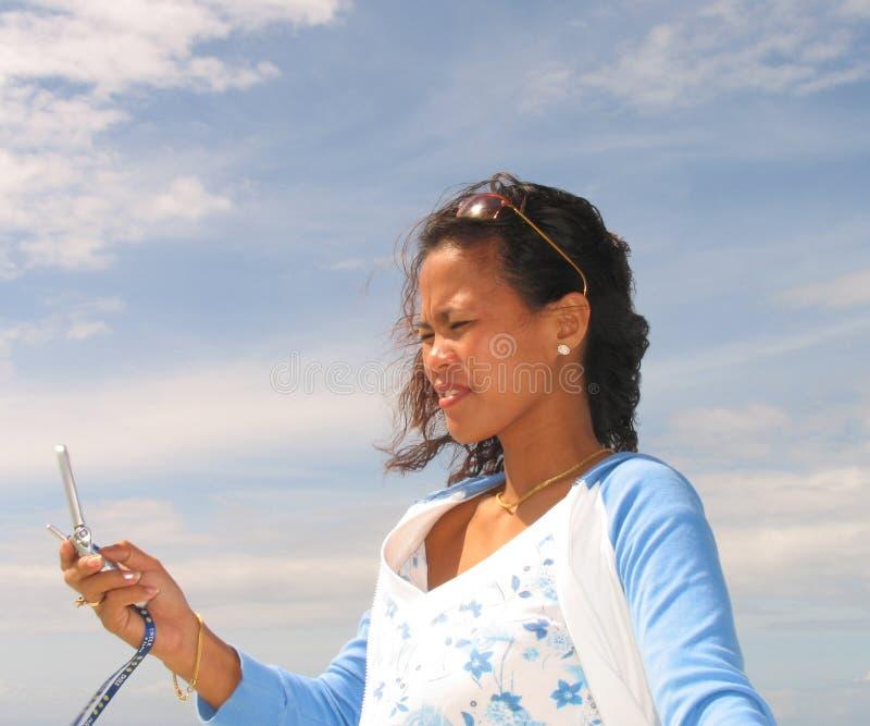 Aziatische vrouw op telefoon 1 royalty-vrije stock afbeelding