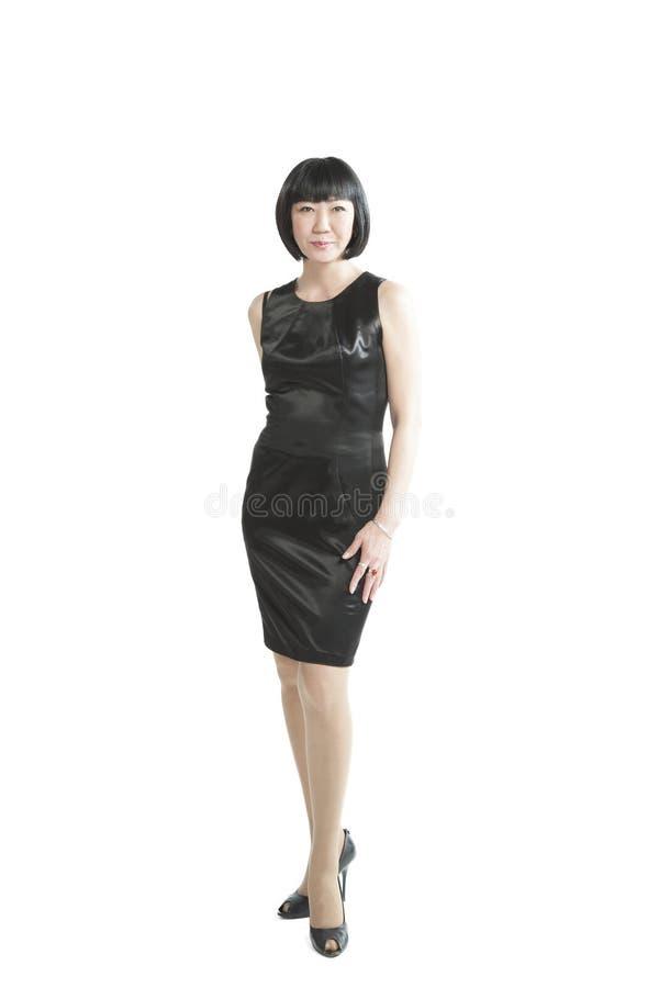 Aziatische vrouw in zwarte kleding stock foto