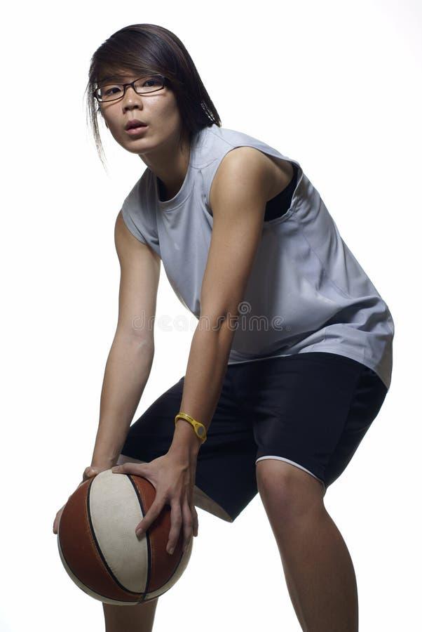 Aziatische vrouwelijke basketbalspeler stock fotografie