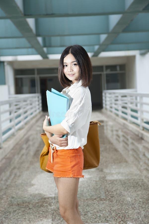 Aziatische vrouwelijke student royalty-vrije stock foto's