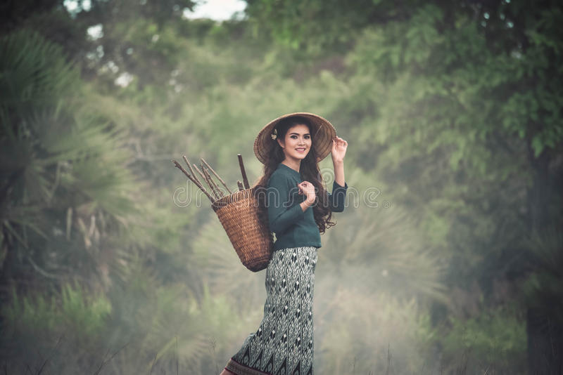 Aziatische vrouwen traditionele kleding royalty-vrije stock foto