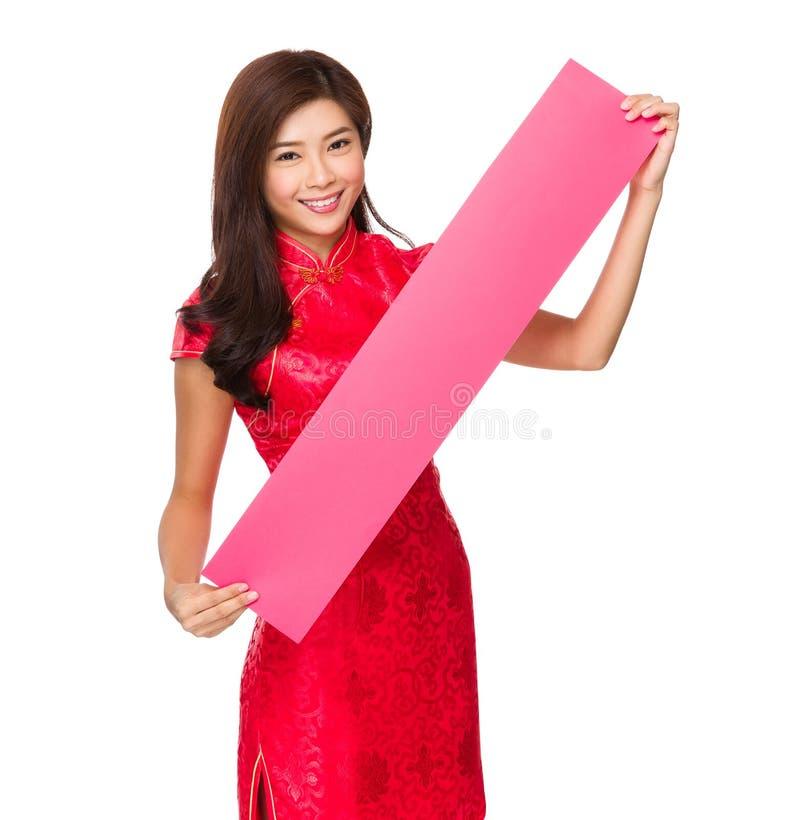Aziatische vrouwengreep met lege fai chun royalty-vrije stock fotografie