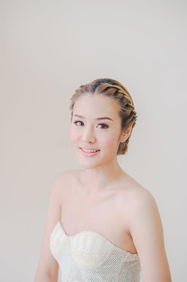 Aziatische Vrouwenmake-up en glimlach royalty-vrije stock afbeeldingen