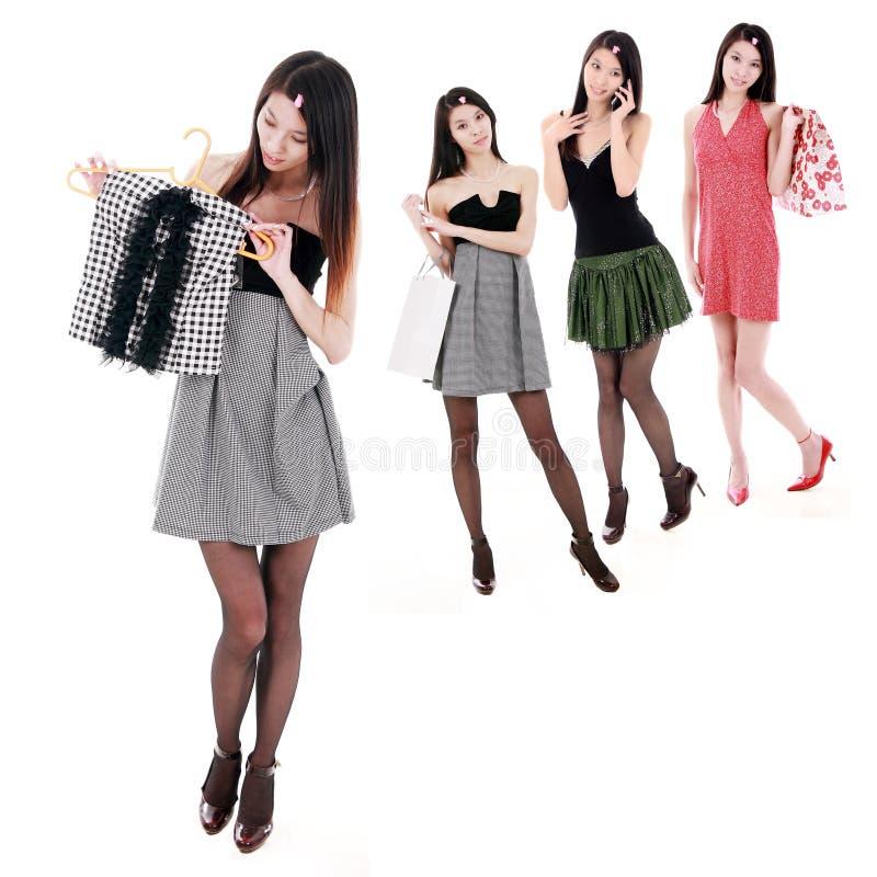 Aziatische winkelende meisjes royalty-vrije stock afbeelding