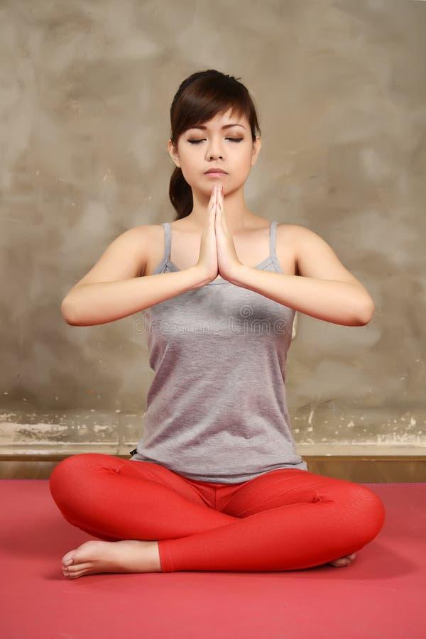 Aziatische Woman Do Yoga stock afbeelding