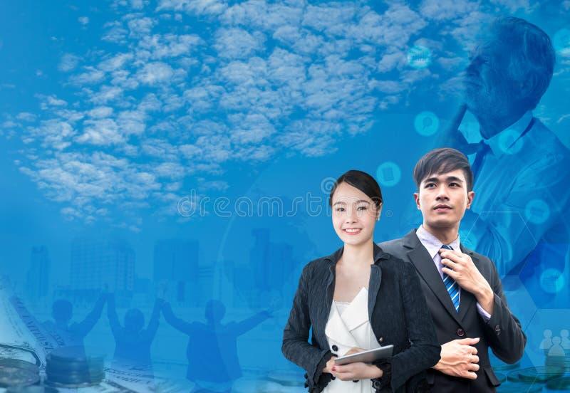 Aziatische zakenman en vrouwen met grafische achtergrond stock afbeelding