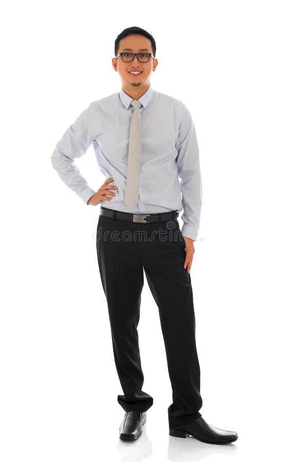 Aziatische zakenman geïsoleerde status stock afbeelding
