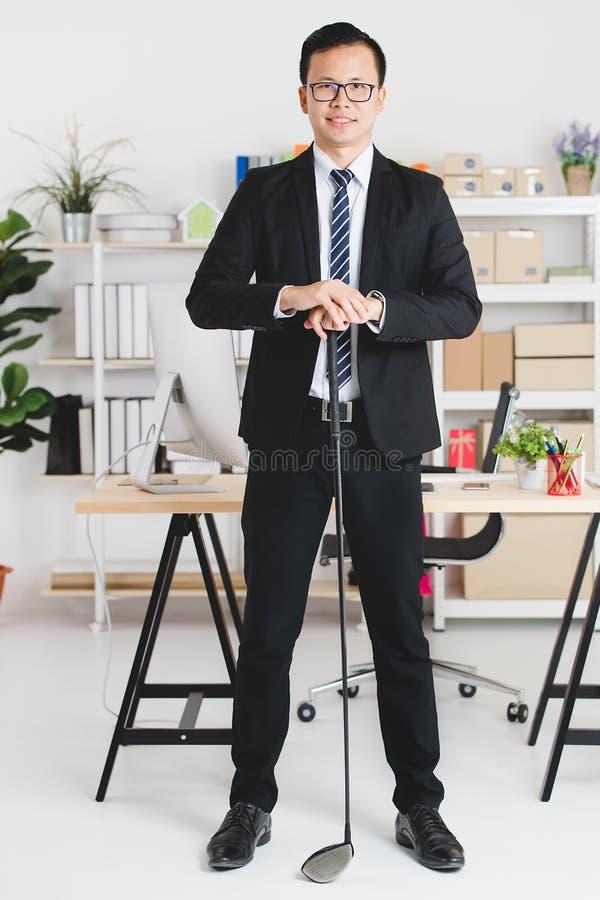 Aziatische zakenman op kantoor stock fotografie
