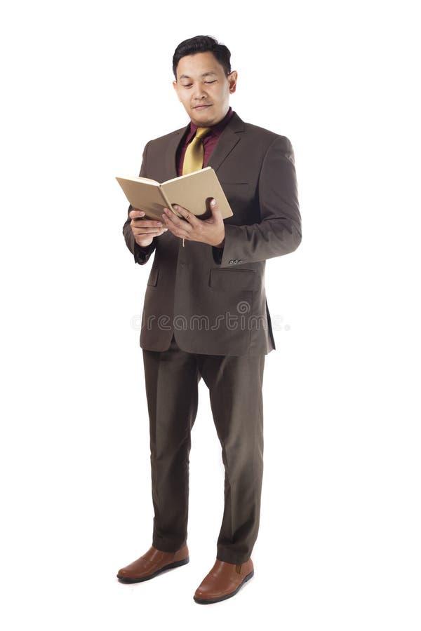 Aziatische Zakenman Reading een Boek royalty-vrije stock foto