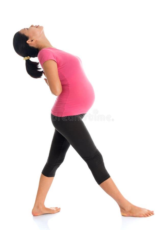Aziatische zwangere vrouw die oefening doen royalty-vrije stock foto's