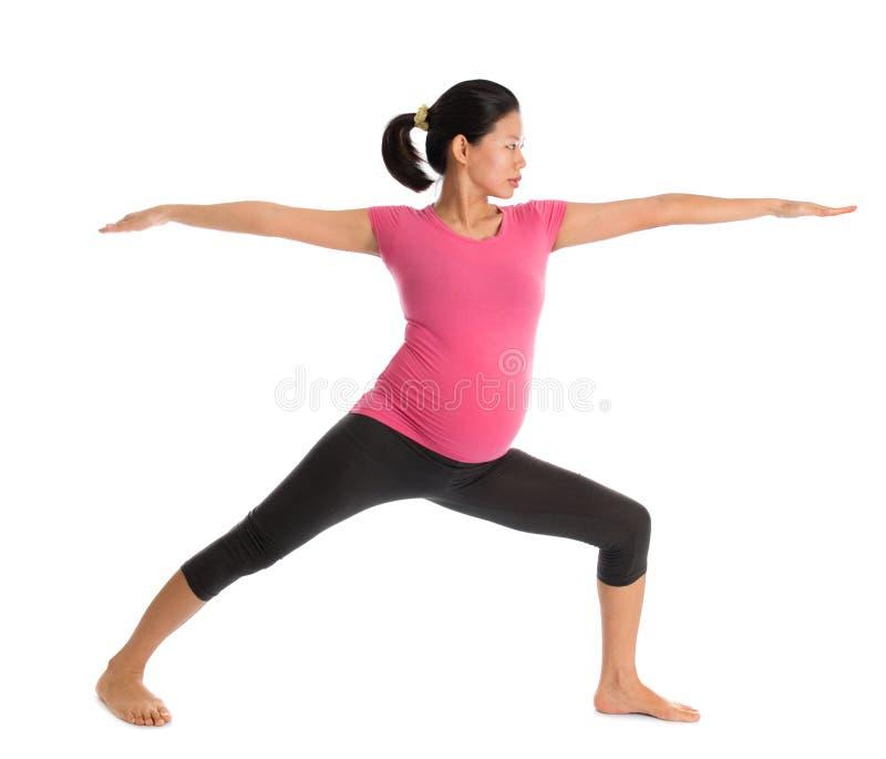 Aziatische zwangere yogaklasse. royalty-vrije stock foto's