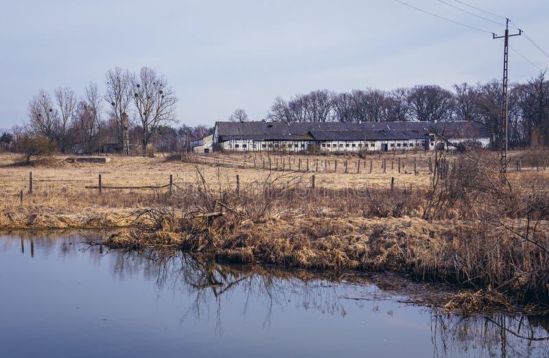 Azienda agricola abbandonata in Polonia immagini stock