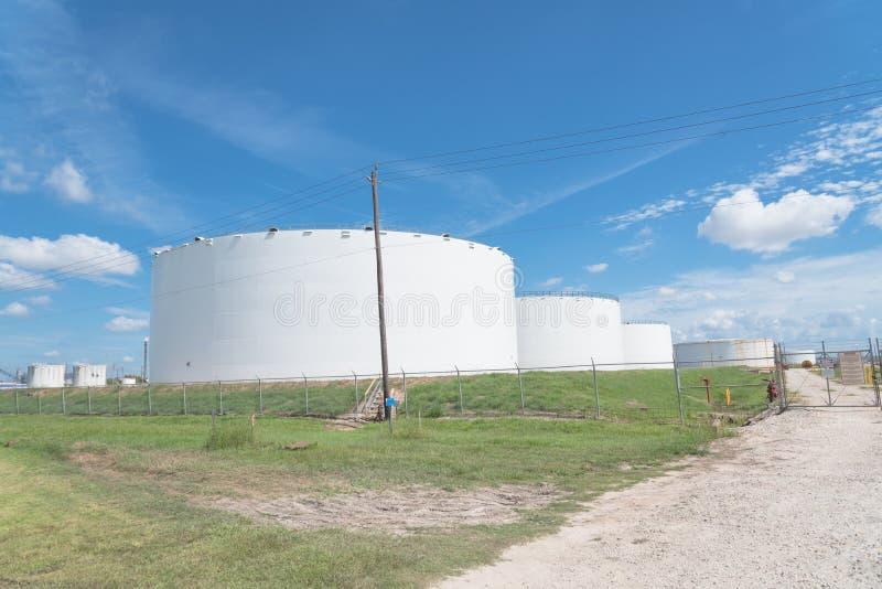 Azienda agricola del serbatoio dell'olio a Pasadena, il Texas, U.S.A. fotografia stock libera da diritti