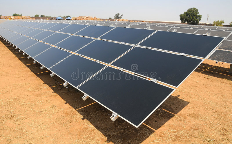 Azienda agricola a energia solare fotografie stock libere da diritti