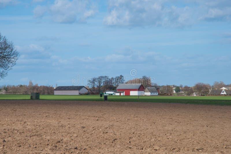 Azienda agricola nel paesaggio danese fotografia stock libera da diritti