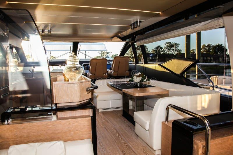 Azimut 66 yach wewnętrzny widok w Norwalk łódkowatym przedstawieniu obrazy royalty free