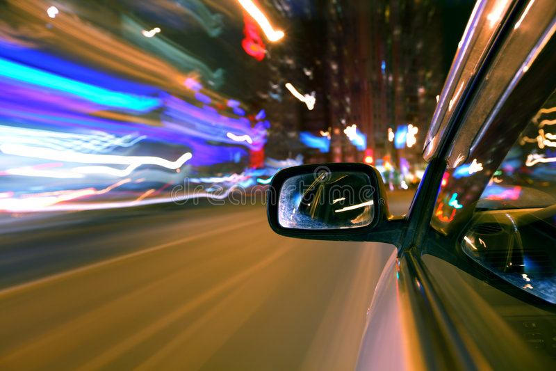 Azionamento dell'automobile di notte fotografie stock libere da diritti