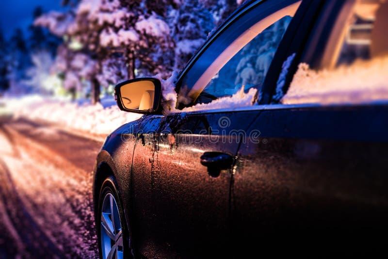 Azionamento di notte di inverno immagini stock libere da diritti