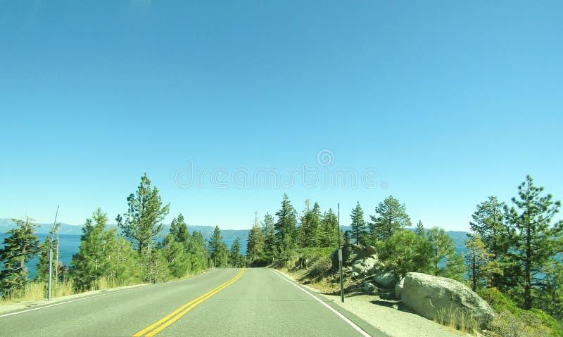 Azionamento scenico del lago Tahoe fotografie stock libere da diritti