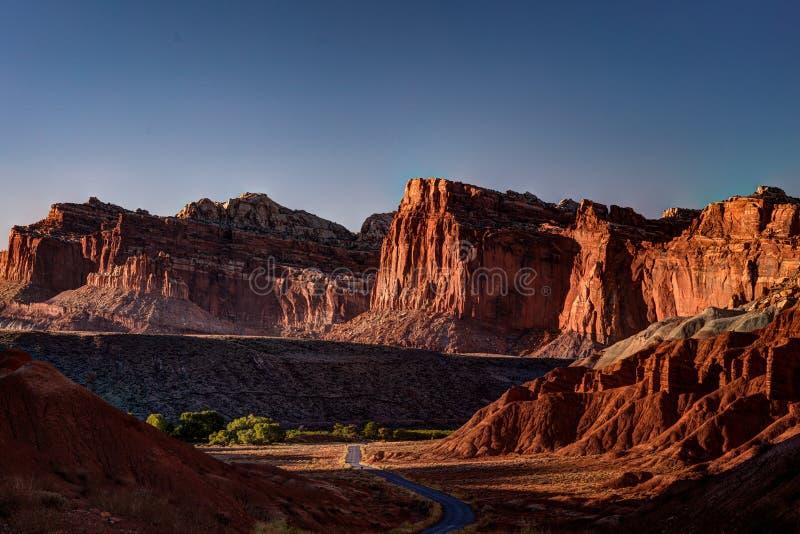 Azionamento scenico della scogliera del Campidoglio, parco nazionale della scogliera del Campidoglio, Utah, U.S.A. immagini stock libere da diritti