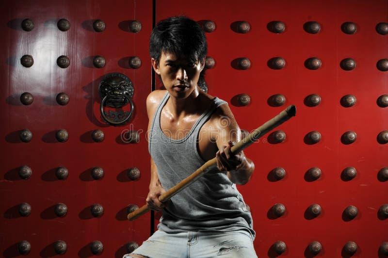 Azione asiatica di lotta intestina dell'uomo fotografie stock