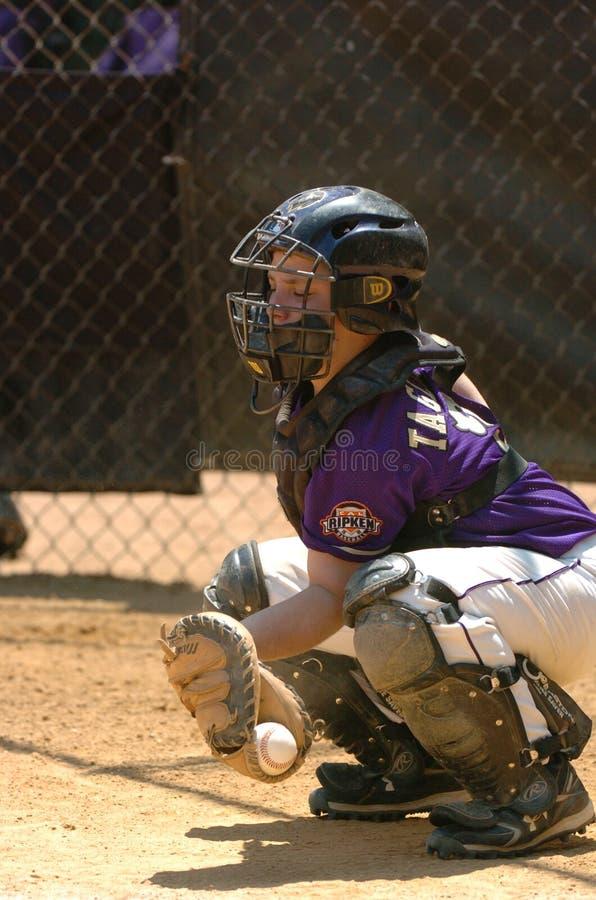 Azione del gioco di baseball della piccola lega immagini stock