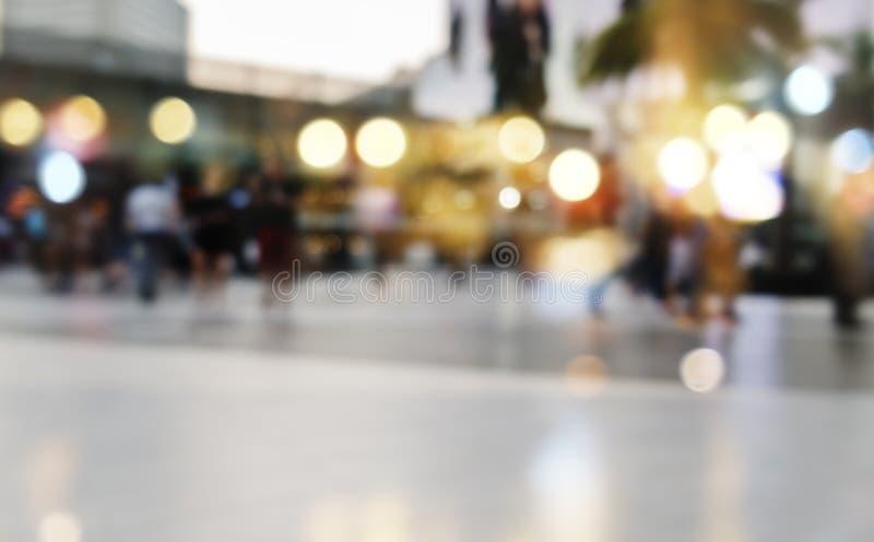 Azione della sfuocatura del fondo dell'estratto della folla della gente di città fotografie stock libere da diritti