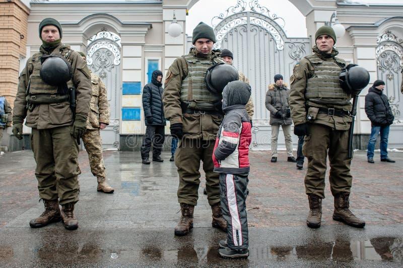 Azione di protesta sotto la residenza di Petro Poroshenko immagine stock
