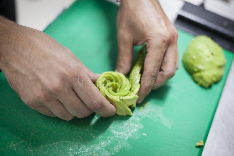 Azioni gastronomiche della cucina del vegano Concetto di haute cuisine fotografie stock libere da diritti