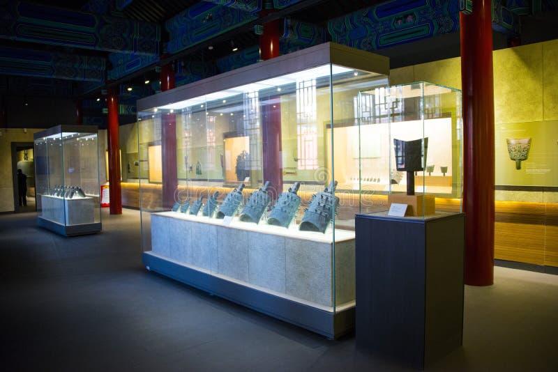 Azja chińczyk, Pekin, Dazhongsi Museumï ¼ ŒIndoor exhibitionï ¼ Œancient chime Antyczny Dzwonkowy dzwon obrazy stock